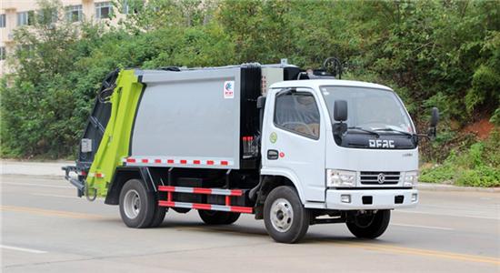 东风5方压缩式垃圾车(多利卡)